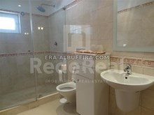 Bathroom villa with sea view and pool in Algarve, Portugal%15/37