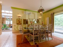 Dining room Luxury Villa T5 for sale in Algarve%9/28