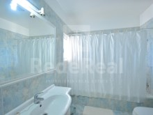 bathroom of apartment 3 bedrooms for sale in Albufeira%8/21