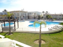 Villa for sale in Algarve in tourist resort.