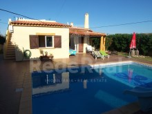 Villa for sale in Algarve with pools and gardens.