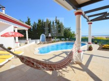Luxury villa for sale in the Algarve overlooking the sea in a privileged location in Albufeira.