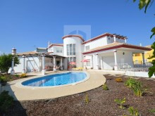 front of the luxury villa for sale in the Algarve%2/22