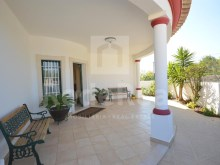 entrance to the luxury villa for sale in the Algarve%4/22