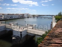 Building with 11 rooms in the Centre of Tavira
