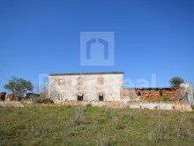 Old House to rebuild on a 59035 Sqm plot, in Albufeira.