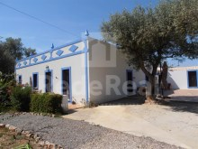 Charming villa with 3 bedrooms for sale in Tavira.