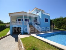 VILLA with 4 BEDROOMS for SALE in ALBUFEIRA, quiet and GOOD ACCESS.