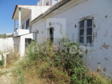 4 BEDROOM VILLA to RESTORE for SALE in ALBUFEIRA