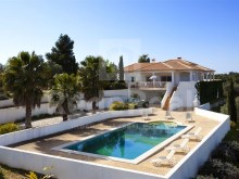 DETACHED HOUSE with 4 ROOMS with a VIEW FIELD for SALE in LAGOA, CARVOEIRO.