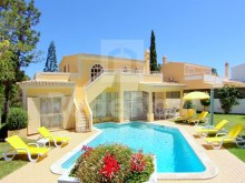 Charming villa with 3 bedrooms for sale in Galé in Albufeira, Algarve. Excellent opportunity
