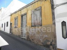 Rustic house on a land with 684 m2 in the Centre of Albufeira for sale