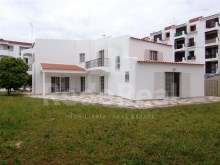 House with 3 independent apartments for sale in Albufeira, Algarve
