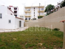 For sale 1 bedroom duplex apartment with a floor area of 60 M2 and nice patio garden with 100 M2 for sale in Albufeira.
