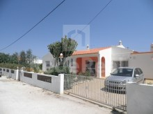 Detached single storey consisting of 3 front bedrooms to the field in the Ferreiras, Albufeira