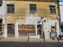 Ruin for sale in Albufeira, situated in the historic centre, with approved project for trade and services.