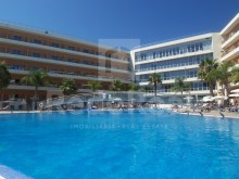 1 bedroom apartment for sale in Albufeira, located just a few minutes from Olhos de Agua and inserted into tourist resort with all the amenities and support services in place, allowing a great real estate investment for holidays and/or monetize.