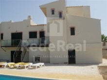 Single family dwelling with 5 bedrooms for sale in Cortesões, Albufeira
