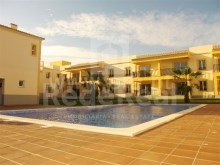 apartment 2 bedroom in located in a residential area with much trade around Ferreiras, Algarve