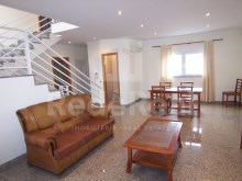 For sale-detached two bedrooms more one bedroom for sale in Albufeira's city centre close to all services.