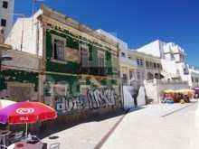 Old house in the city centre with approved project for build 1 restaurant for sale in Albufeira