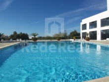1 bedroom apartment for sale in Albufeira, inserted into low-cost condominium with swimming pools, gym, sauna and tennis court.