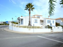 Magnificent Villa with Alentejo regional traits, inserted in pleasantly care and in the wooded Brejos, Albufeira