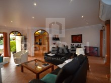 Magnificent townhouse located in a extremely quiet condominium and a lot of quality for sale in Ferreiras, Albufeira.