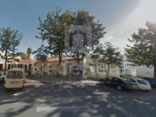 Two commercial spaces interconnected inserted semi-basement a building in Albufeira for sale