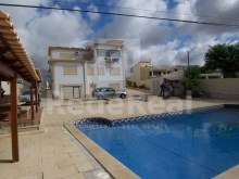 For sale-detached house with 13 bedrooms and with large areas in Albufeira area