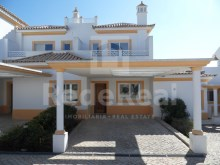Villa with two bedrooms in construction and in gated community with pool for sale in the Caliços area, Albufeira