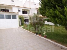 For sale villa with two bedrooms in band with annex for Studio in the Caliços area, Albufeira