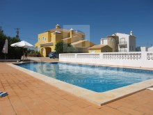 Excellent Villa in quiet area with three bedrooms for sale