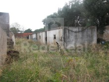 Land with ruin and warehouse with good location for sale