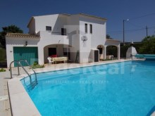 Great House with five bedrooms, swimming pool, air conditioning and alarm for sale in Ferreiras, Albufeira.