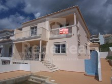 Great House for sale with swimming pool and situated in a noble area of the city in Correeira, Albufeira