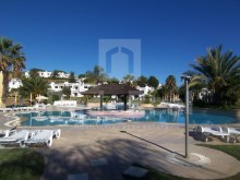 Excellent apartment with a new bedroom in a tourist complex with swimming pools and tennis courts for sale in Mouraria, Albufeira