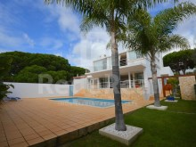 Excellent detached house with three bedrooms, close to beach for sale in Albufeira, Algarve