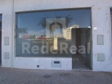 For sale-new store located in an area strong commercial expansion in Albufeira