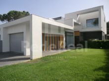 Luxury villa with 4 bedrooms newly built with high quality finishes for sale in loule, Vilamoura.