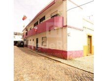 For sale villa with 5 bedrooms located downtown of Olhão