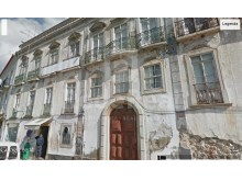 Sell building to renew with three floors and garden in the historical centre of the city of Tavira.