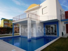 Fantastic sale detached, located in the marina of Albufeira.