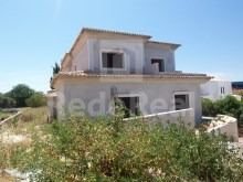 For sale great home under construction, finishes, inserted in lot with pool and is located in the area of Ferreiras, Albufeira