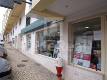 Shop for sale in the Centre of Albufeira with 250 m2, various offices in full operation