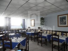 Excellent restaurant for sale located 10 minutes walk from the beach in the central area of Albufeira