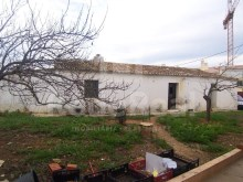 Land with feasibility for construction of 12 fires located in the central area for sale in Brejos, Albufeira