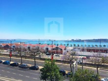 Magnificent apartments with total area of 421 m2 and facing the Tejo River for sale in Lisbon.