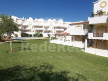 Apartment situated in a good location with two bedrooms, swimming pool and garden for sale in Albufeira