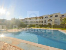 1 bedroom apartment with good areas, inserted in a gated community with pool and garden for sale in Areias São João, Albufeira